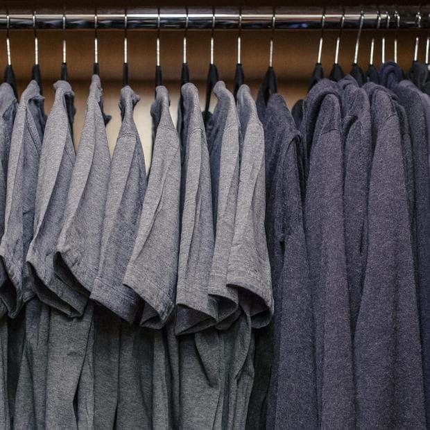 сиви тениски