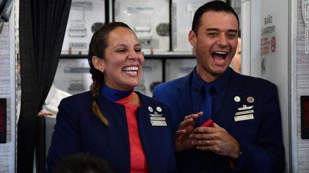 Любов във въздуха: Папа Франциск венча двойка на борда на самолет