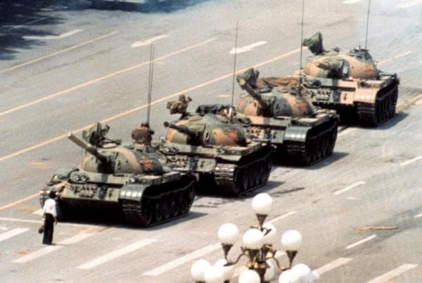 Мъжът пред Танковете