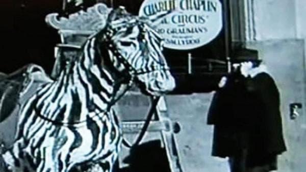 Мобилен телефон във филм на Чарли Чаплин