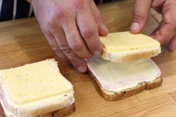 кашкавал, хляб и шунка