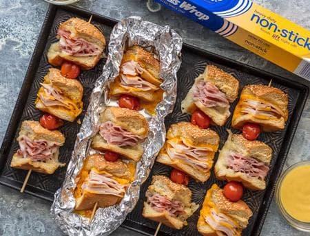 парти сандвичи на шишче