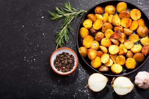 Печени картофи с розмарин, чесън и горчица.