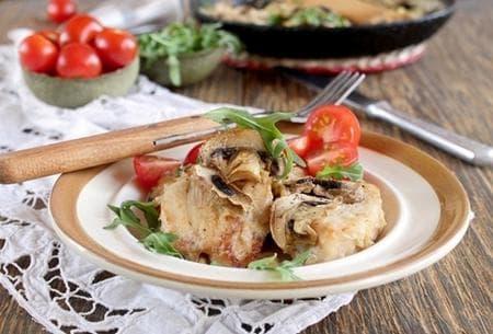 пиле фрикасе на фурна с гъби
