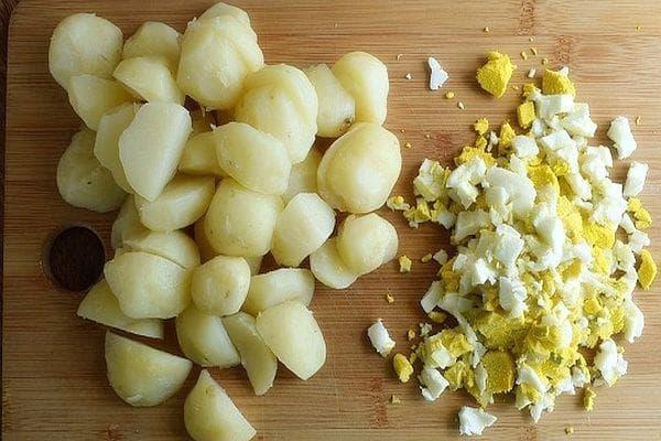 яйца и картофи