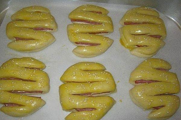Питки с колбас и сусам