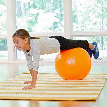 Планк върху фитнес топка