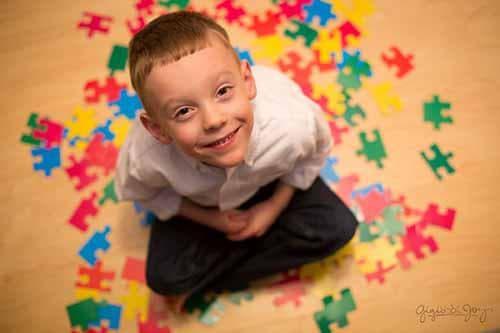 Дете с аутизъм