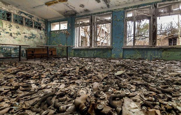 Стотици захвърлени радиоактивни противогази