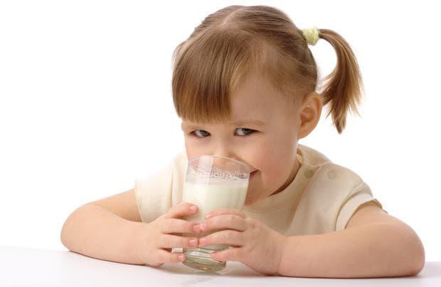 Предложете мляко в чаша