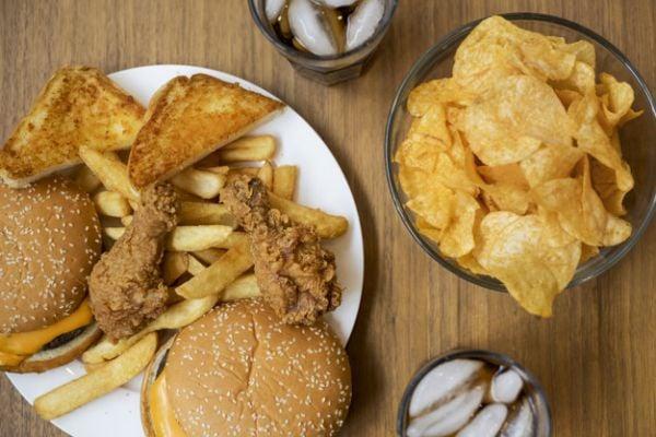 Преработените и други богати на мазнини храни вредят на жлъчния мехур.