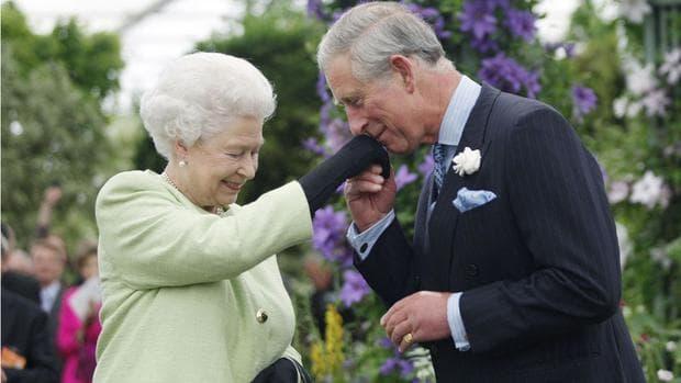 принц Чарлз и кралицата