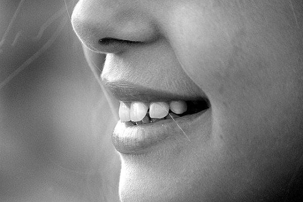усмивка, бели зъби