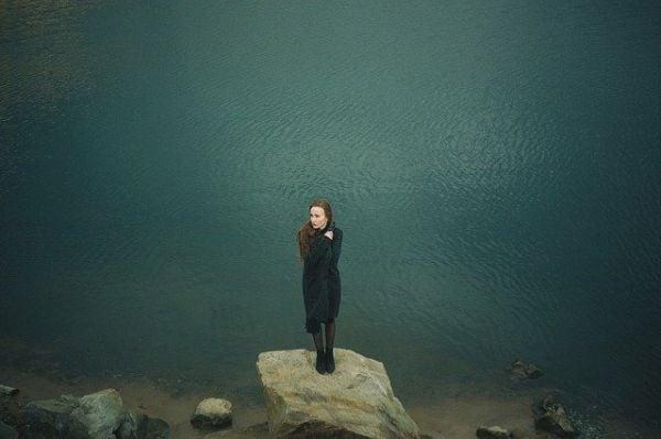 жена, самотна жена, море