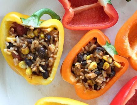 пълнени чушки със зеленчуци и тиквен сос