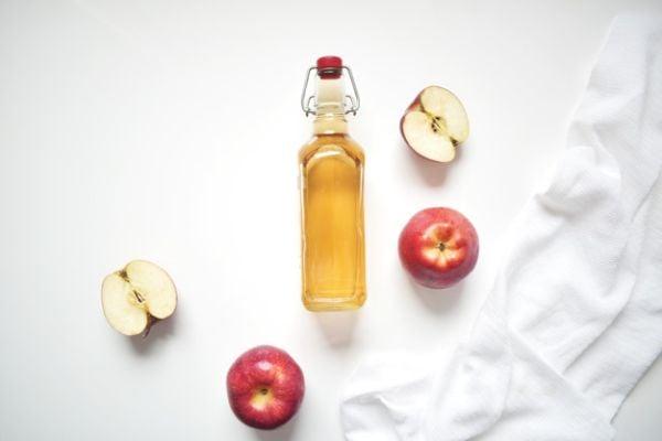 Ябълков оцет с вода облекчава киселинен рефлукс.