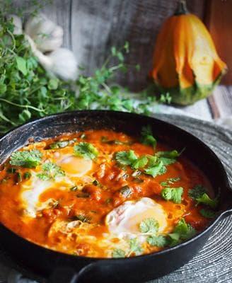 яйца с тиква и доматен сос