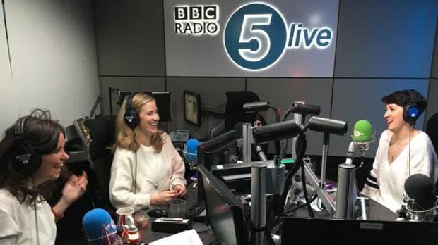 Рейчъл, Лорън и Дебора по време на записа на подкаста за BBC