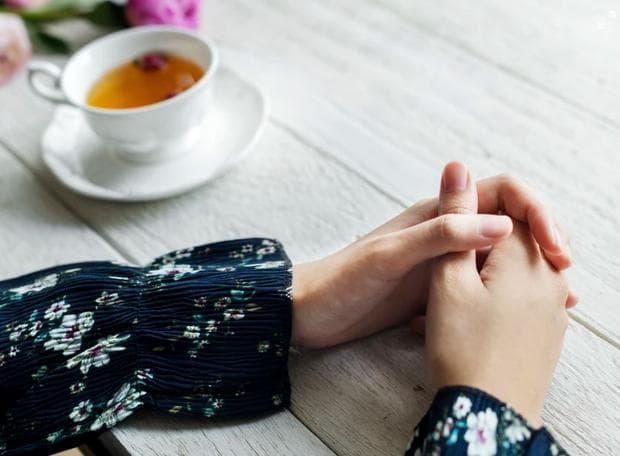 Ръце на маса