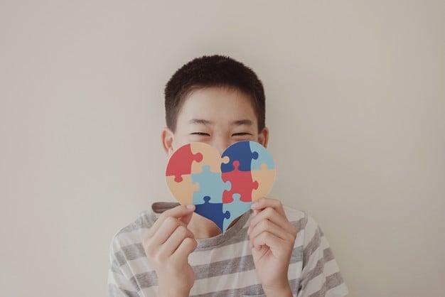 Речева терапия при аутизъм