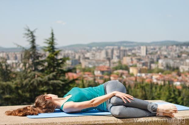 Ививане на гърба със свити колене