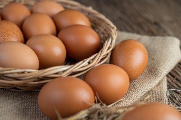 Рибофлавинът се съдържа естествено в яйцата и други продукти от животински произход.