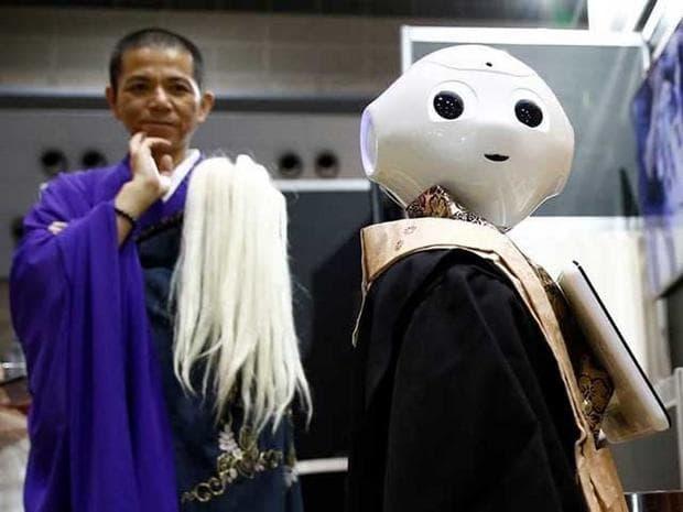 робот свещеник