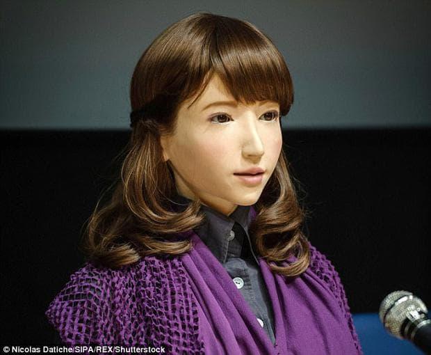 Робот влиза в ролята на водещ по японска телевизия