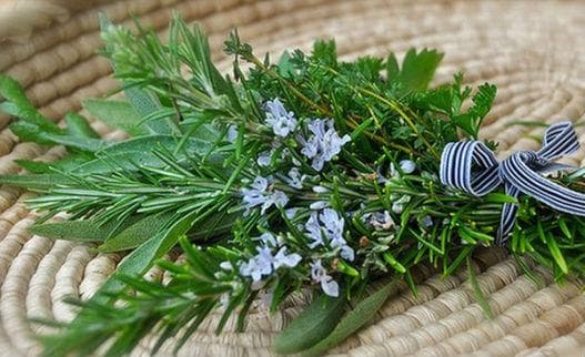 розмарин и градински чай