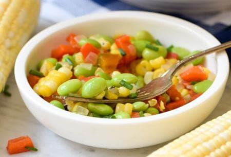 зеленчукова салата с царевица и боб