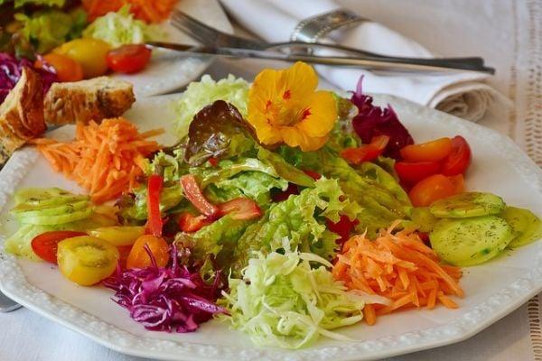Зеле, моркови, ябълки $ салата за пречистване