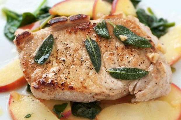 Салвията допълва и обогатява вкуса на месото