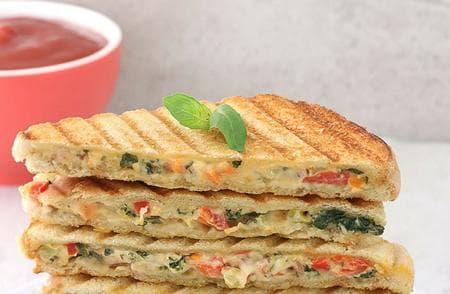 сандвич с веган майонеза и зеленчуци