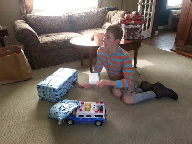момче с камион