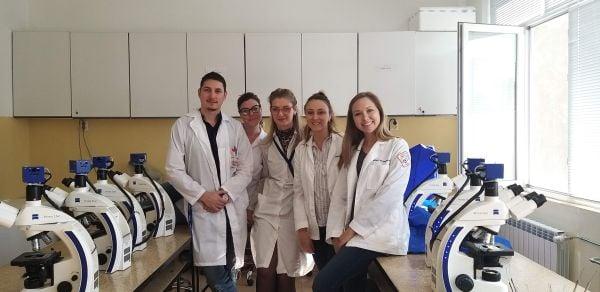 д-р Ивановска със студенти
