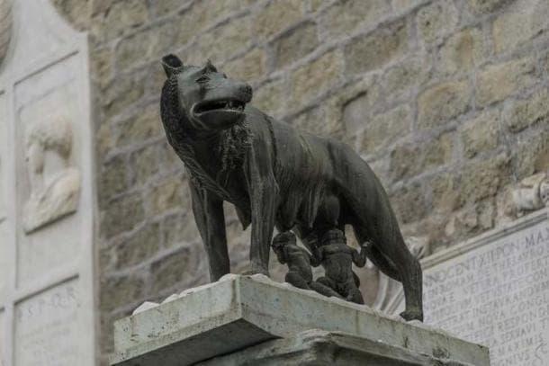 Статуя на Ромул и Рем