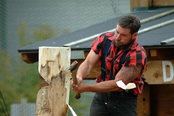 Сечене на дърва - фитнес