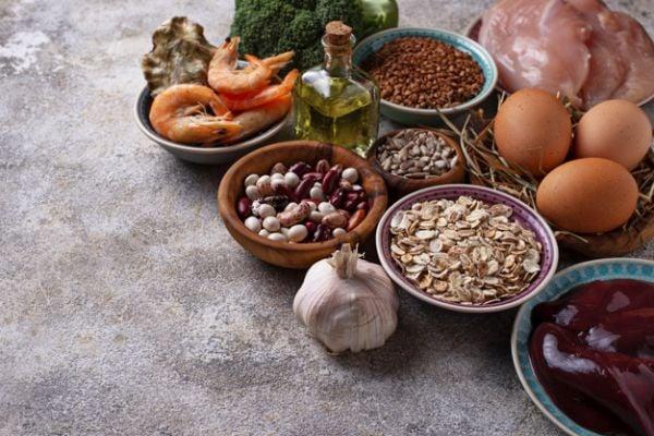 Богати на селен храни са стридите, бразилския орех, яйцата, рибата и други.