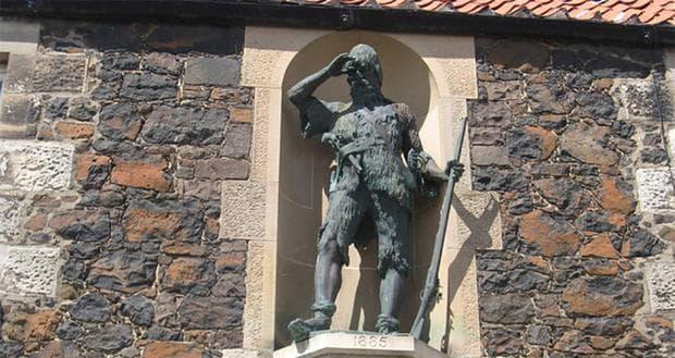 Статуя в памет на Александър Селкърк