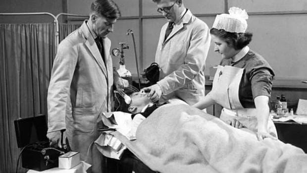 Сцена от филм с електрошокова терапия