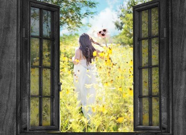 жена, жена с цвете