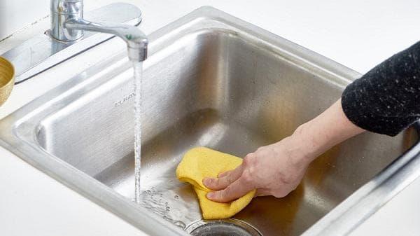 Почистване на мивка