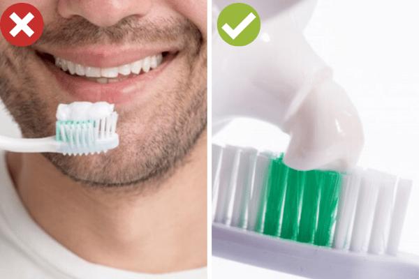 Сложете паста за зъби колкото грахово зърно.