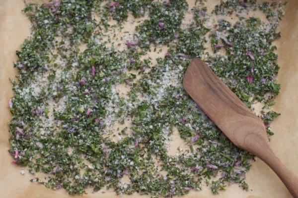 Сол от риган, магданоз и див лук