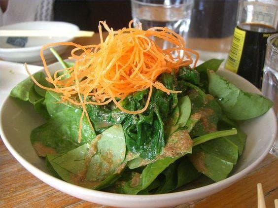 Спанак и моркови салата