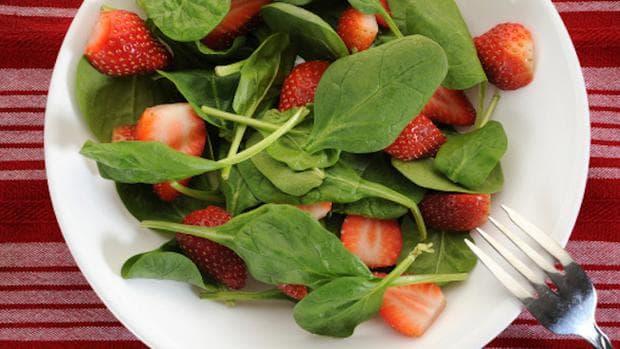 Спанак с ягоди салата