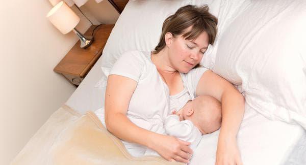 Вземете бебето в леглото при вас