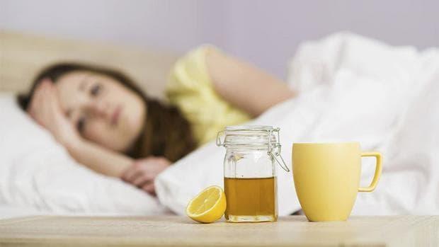 Бременна жена ,лимон,мед и чаша