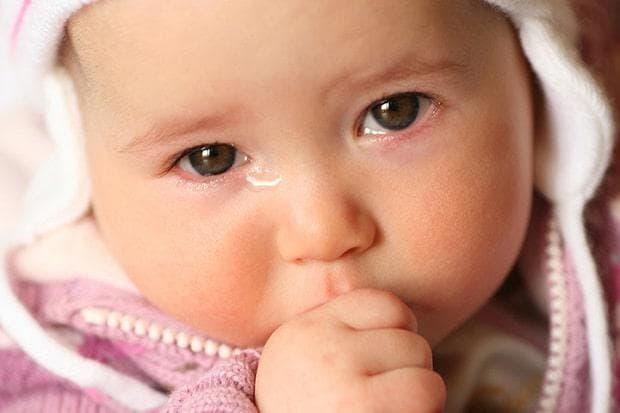 Сълзене на очите при бебе