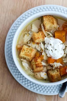 супа с боб, пиле и крутони